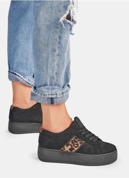 czarne buty sportowe